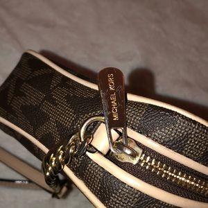 Michael Kors Bags - Micheal Kors Crossbody bag